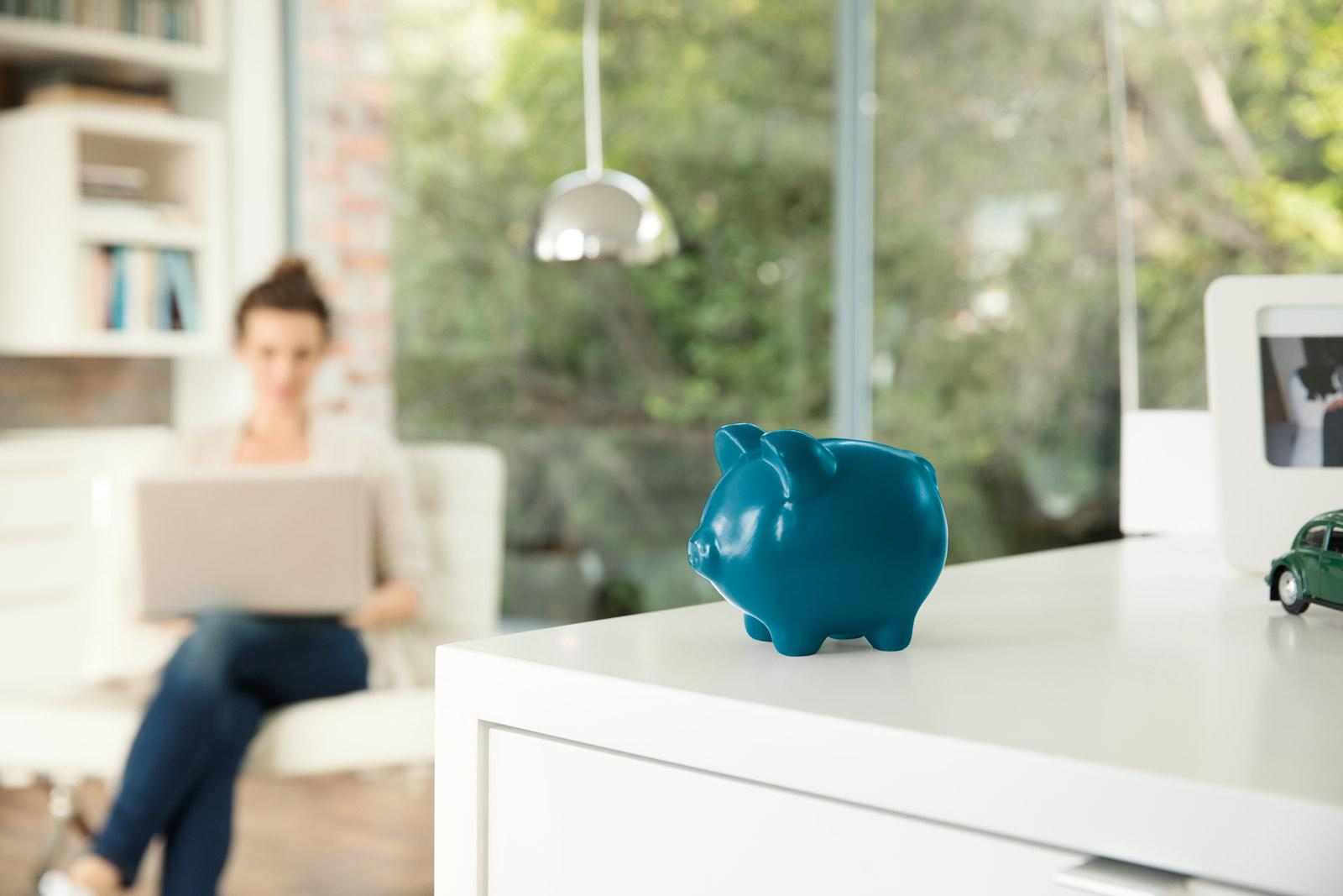 woman-with-piggy-money-box